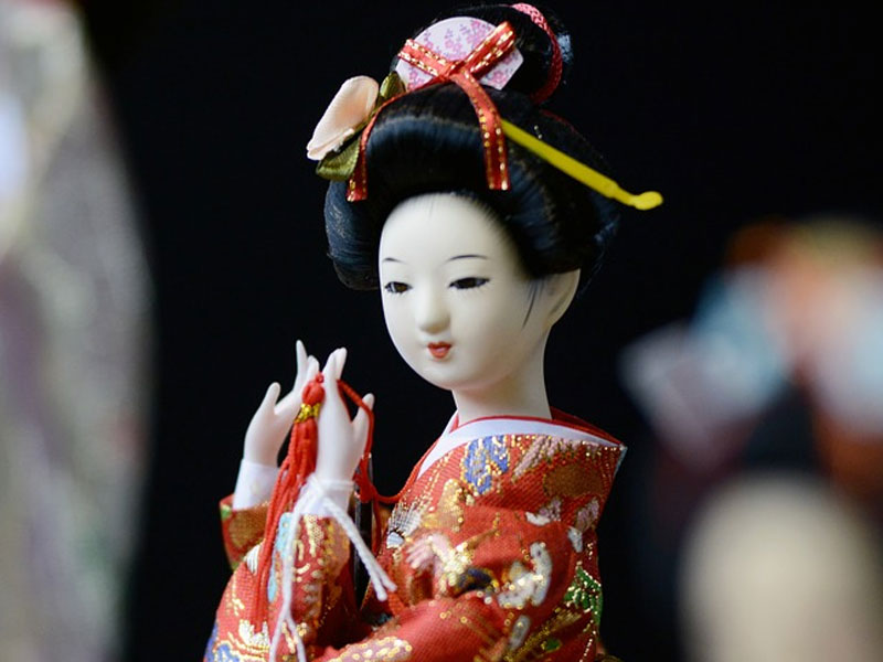 Starting a Japanese Porcelain Doll Collection