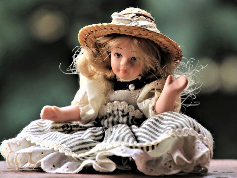 Choosing the Best Porcelain Doll For Your Finished Dollhouse